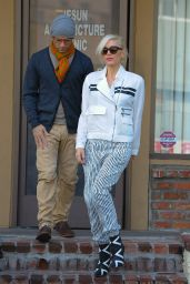 Gwen Stefani Street Style - Leaving an Acupuncture Session in LA, Jan. 2015