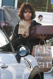 Halle Berry - Shopping at Bristol Farms in Beverly Hills, Jan. 2015