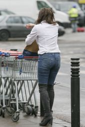 Imogen Thomas - Shopping at Sainsburys in London, January 2015