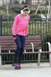 Imogen Thomas - Skating Around the Chelsea Bridge, January 2015