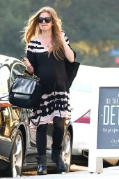 Isla Fisher Casual Style - Out in Beverly Hills, Jan. 2015