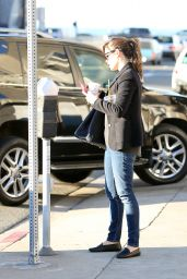 Jennifer Garner in Jeans - Out in Los Angeles, Jan. 2015
