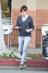 Jennifer Garner Street Style - Leaving Menchie