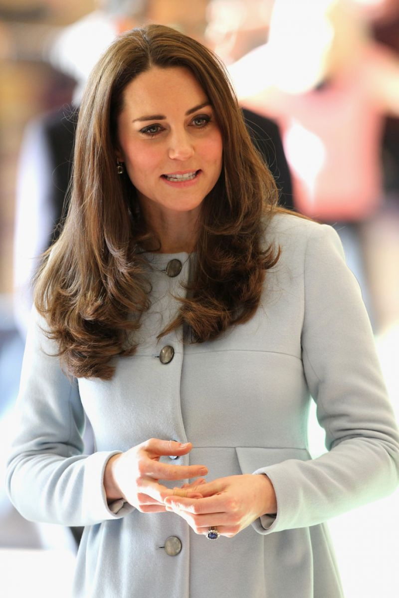 Kate Middleton Style - Visits The Kensington Leisure ...