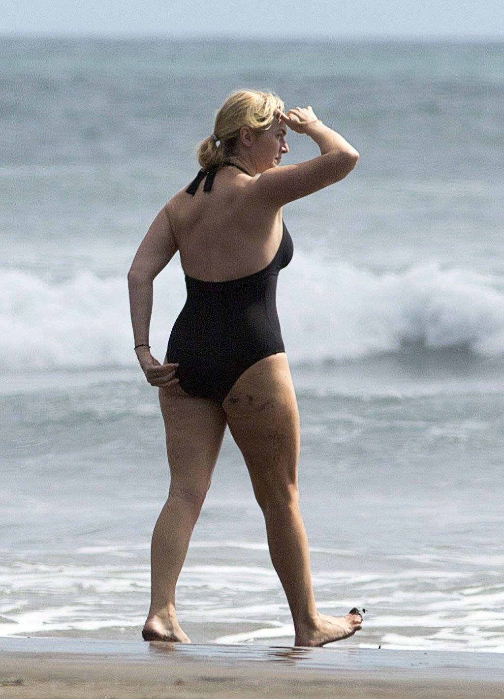 Kate Winslet Bikini Pics 121