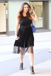 Kelly Brook is Stylish - Stops at Her Bank in Santa Monica - January 2015