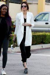 Kendall Jenner Street Style - Leaving Sugarfish Sushi in Calabasas, January 2015