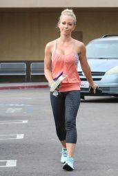 Kendra Wilkinson in Leggings at Wal Mart in Woodland Hills, January 2015
