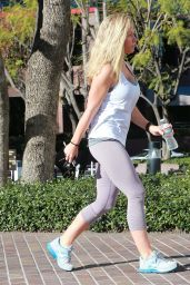 Kendra Wilkinson in Leggings - Leaving Equinox Gym in Tarzana, Los Angeles, Jan 2015