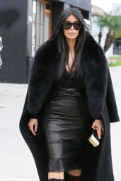 Kim Kardashian - Arrives at a Sporting Store in Los Angeles, January 2015