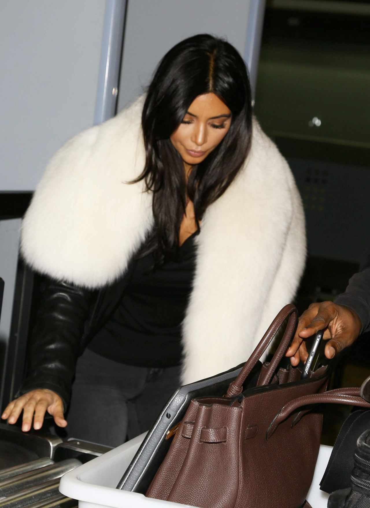 Kim Kardashian 2015 Celebrity Photos Street Style At Lax Airport In Los Angeles January