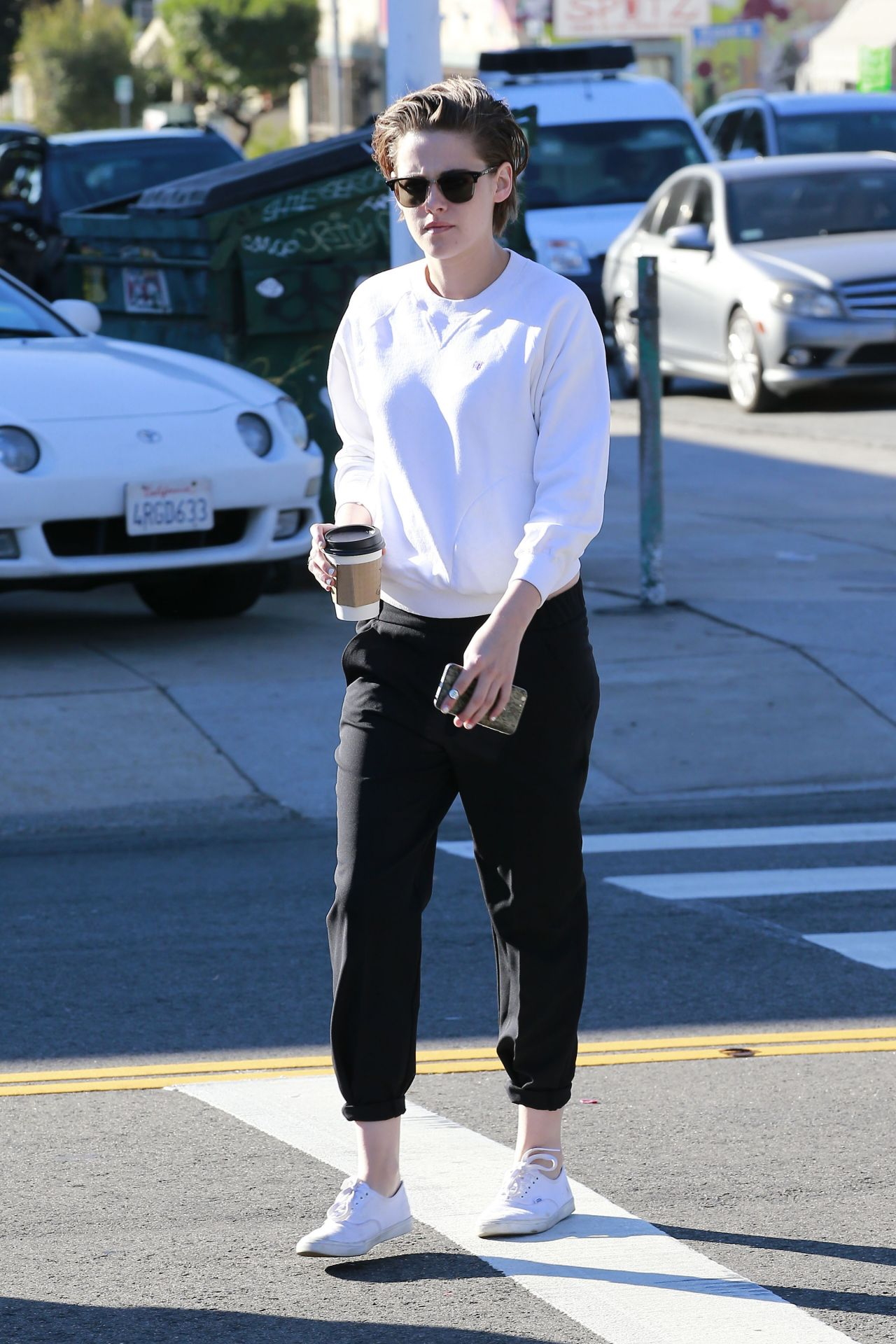 Kristen Stewart Street Style Grabbing Her Morning Coffee With Alicia In Los Feliz Jan 2015