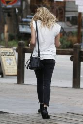 LeAnn Rimes Street Style - Out in Calabasas, January 2015