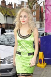 Pixie Lott Style - Moschino Fashion Show in London - January 2015