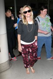 Reese Witherspoon at LAX Airport in Los Angeles - January 2015