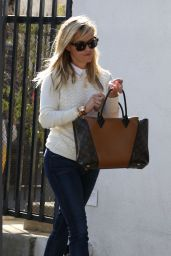 Reese Witherspoon Casual Style - Out in Los Angeles, Jan. 2015