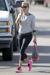 Reese Witherspoon in Leggings - Stops by Her New House in Pacific Palisades, January 2015