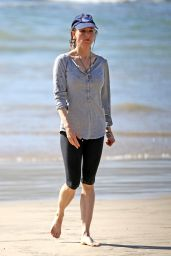 Renee Zellweger on Vacation in Hawaii, January 2015