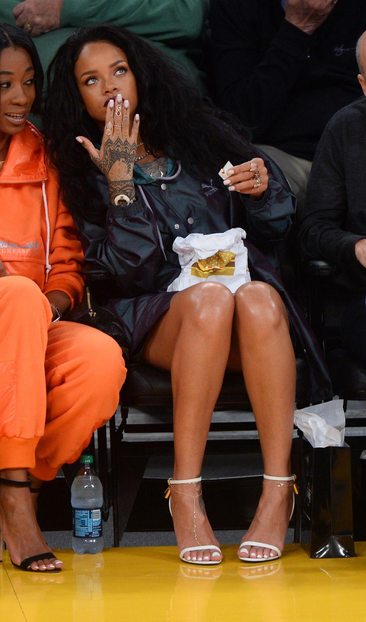 Rihanna LA - 2015 Celebrity Photos - Lakers VS Cleveland ...