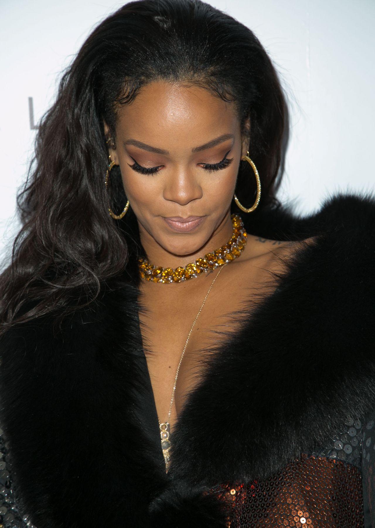 Rihanna The Daily Front Row Fashion Los Angeles Awards