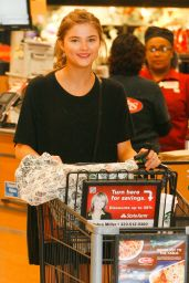 Stefanie Scott - Ralphs Grocery Store in Studio City, January 2015