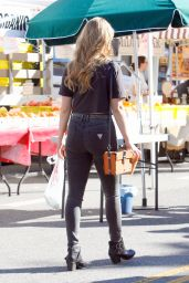 Stefanie Scott - Shopping in Studio City, January 2015
