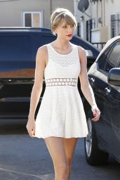 Taylor Swift - Heading to Ballet Bodies in Los Angeles, January 2015