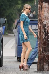 Taylor Swift in Mini Dress - at a Dance Studio in Los Angeles, January 2015