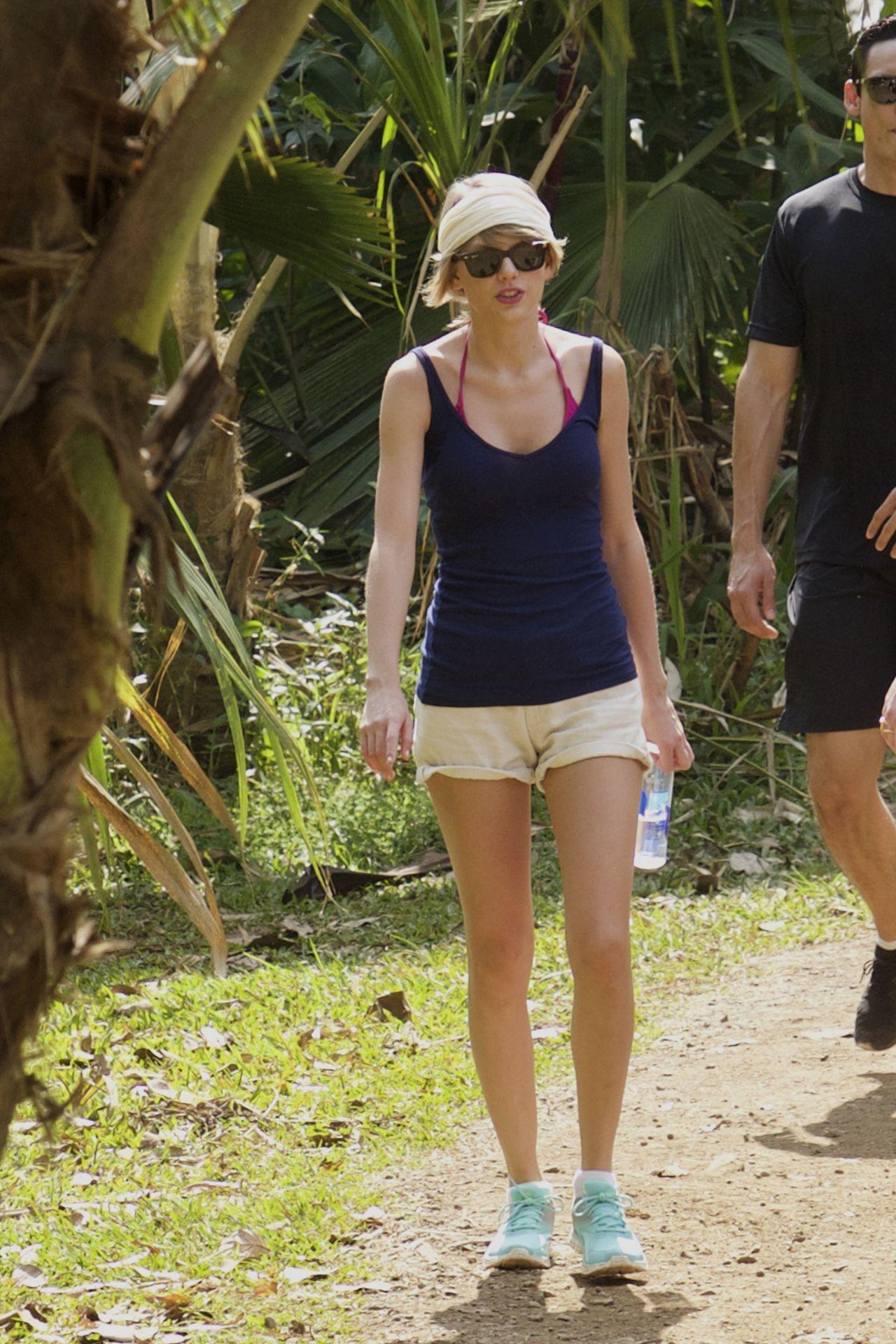 Taylor Swift in Shorts - Hiking in Hawaii, January 2015