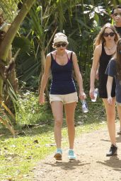 Taylor Swift in Shorts - Hiking in Hawaii, January 2015