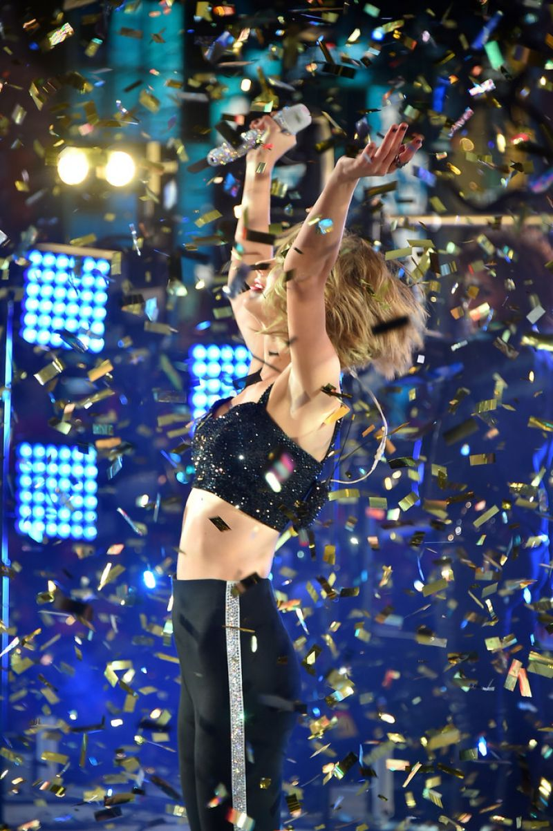 2015 S Most Popular Halloween Costumes By State Map: Taylor Swift Performs At New Year's Eve 2015 In New York City