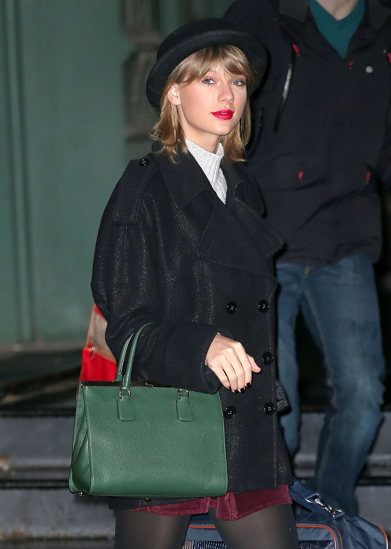 Taylor Swift Street Style - Leaving Her Apartment in New York City - Jan. 2015
