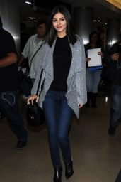 Victoria Justice at LAX Airport, January 2015