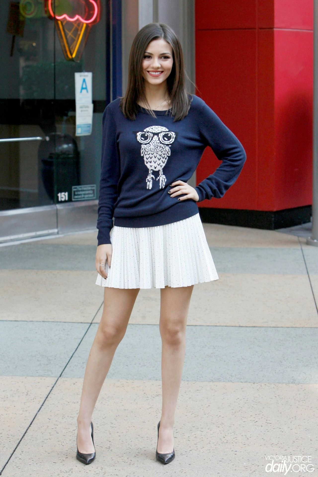 Victoria Justice Leggy In Mini Skirt Visits Extra At