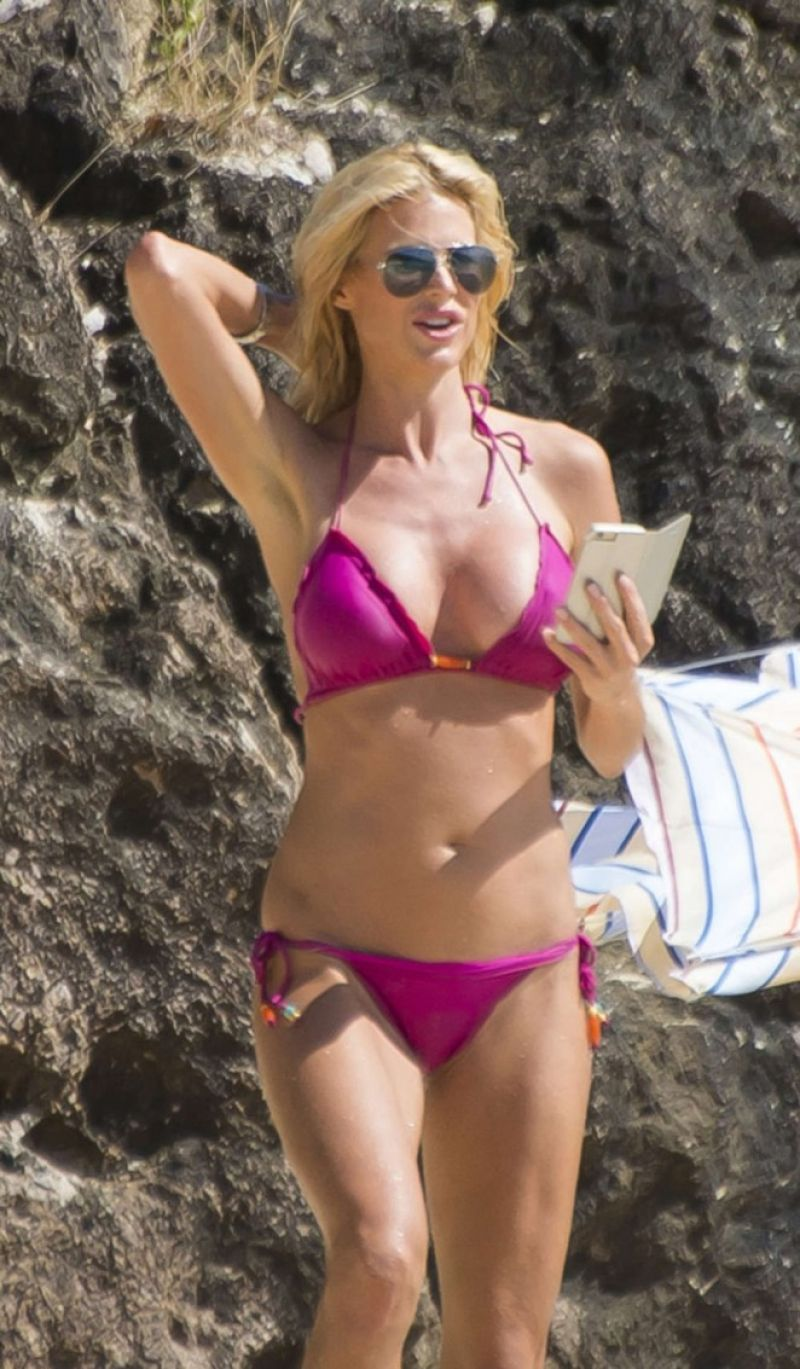 Victoria Silvstedt Bikini Candids - Saint-Barthelemy, January 2015