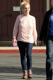 Britney Spears Street Style - Out for Sushi at Honshu Sushi in Westlake Village, February 2015
