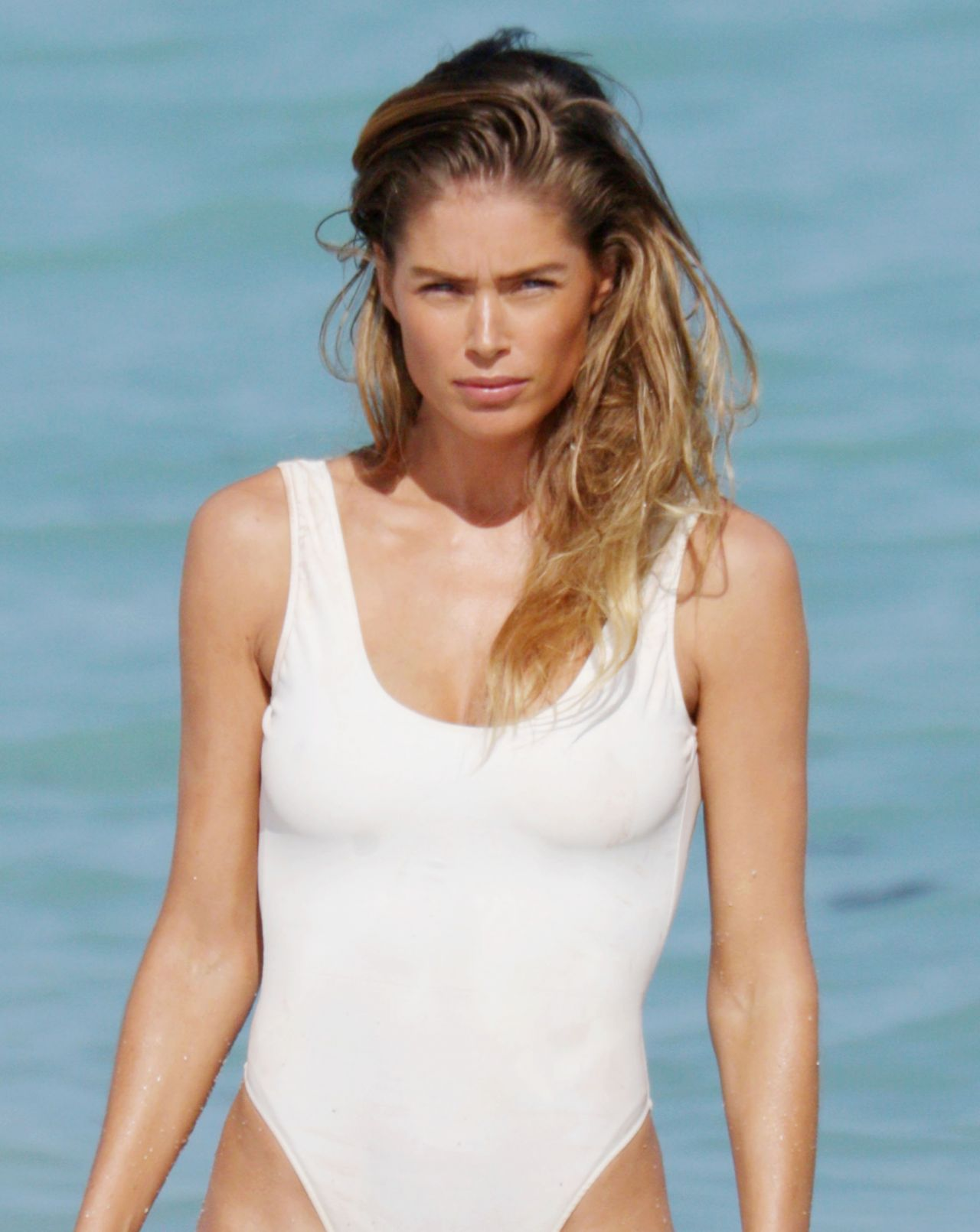 doutzen kroes shows off bikini body in miami february 2015