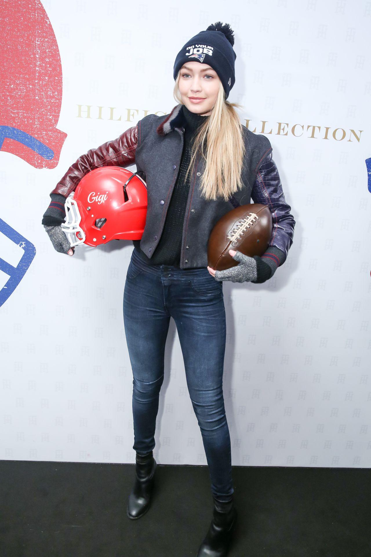 Gigi Hadid Tommy Hilfiger Fw 2015 Show In New York City