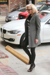 Gwen Stefani Casual Style - Acupuncture Clinic in Los Angeles, Feb. 2015