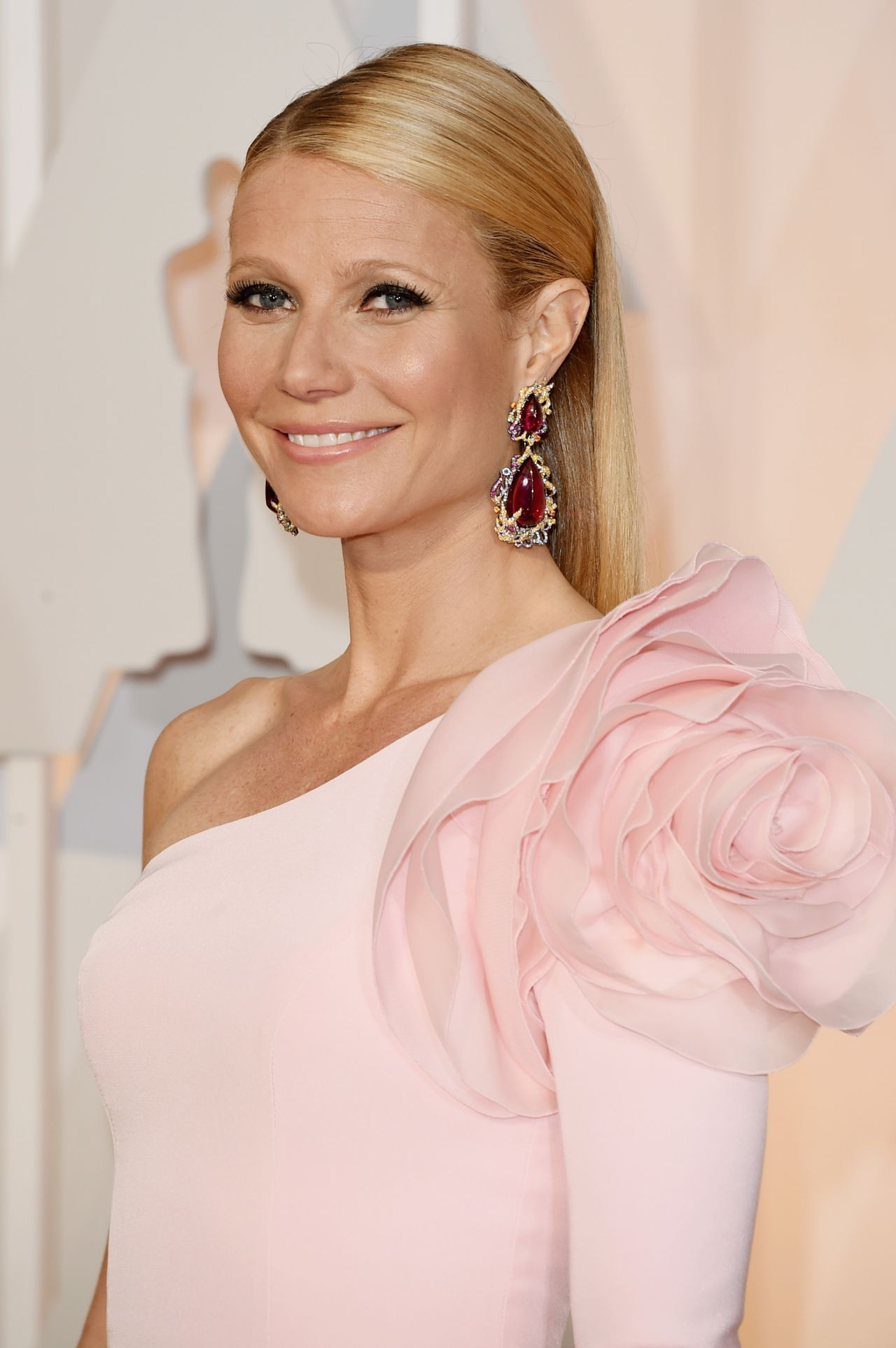 Gwyneth Paltrow – 2015 Oscars Red Carpet in Hollywood