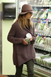Jessica Alba Stops by Whole Food to do some grocery shopping in Beverly Hills, January 2015