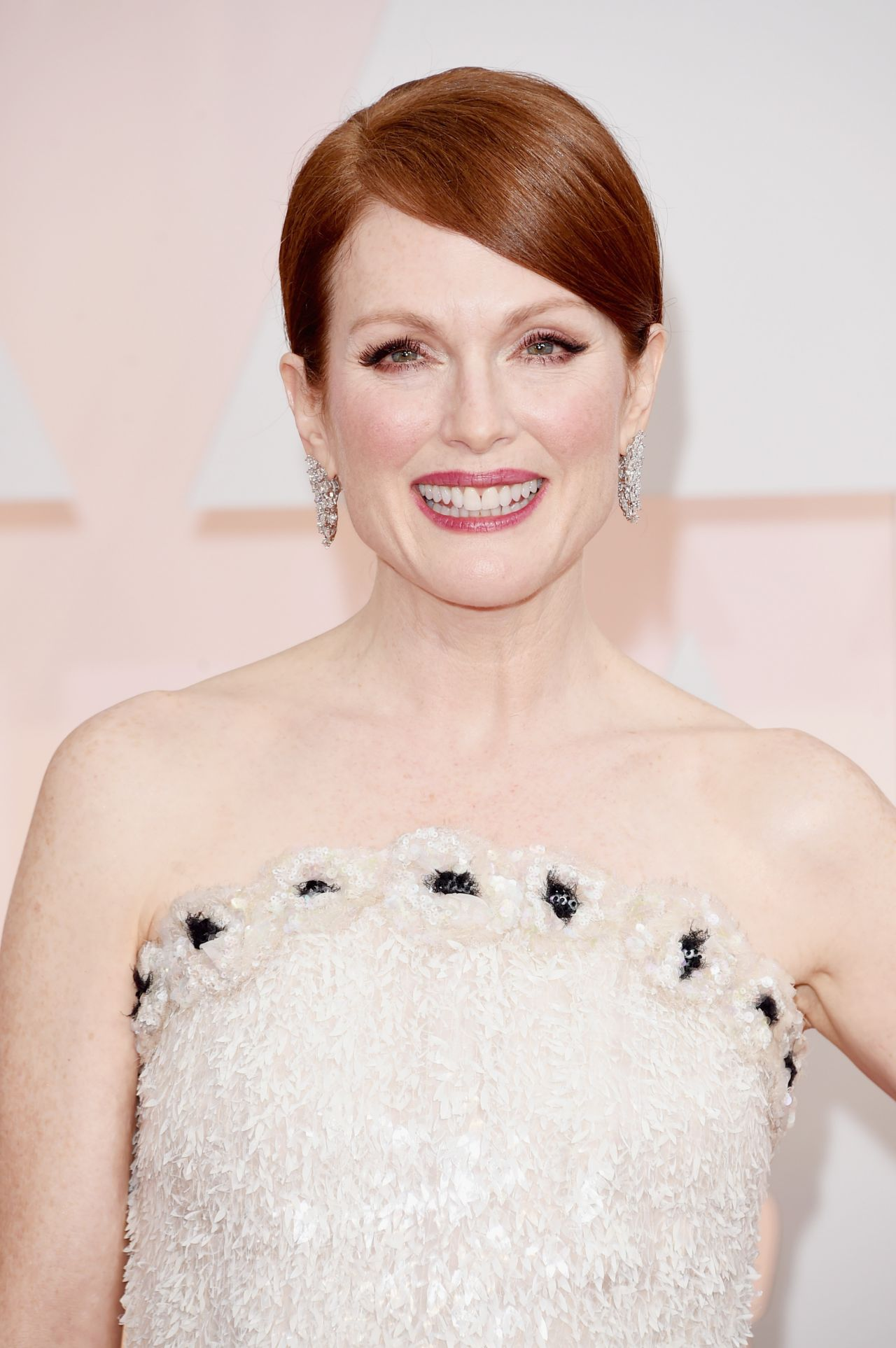 Julianne Moore – 2015 Oscars Red Carpet in Hollywood