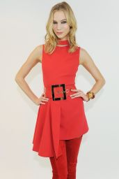 Karlie Kloss - Versace Fashion Show - Milan Fashion Week Autumn/Winter 2015