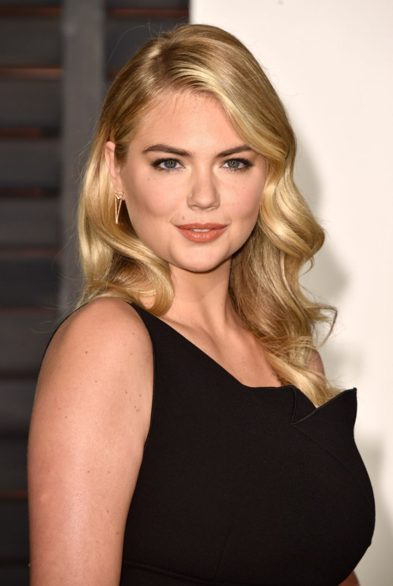 Kate Upton - 2015 Vanity Fair Oscar Party in Hollywood