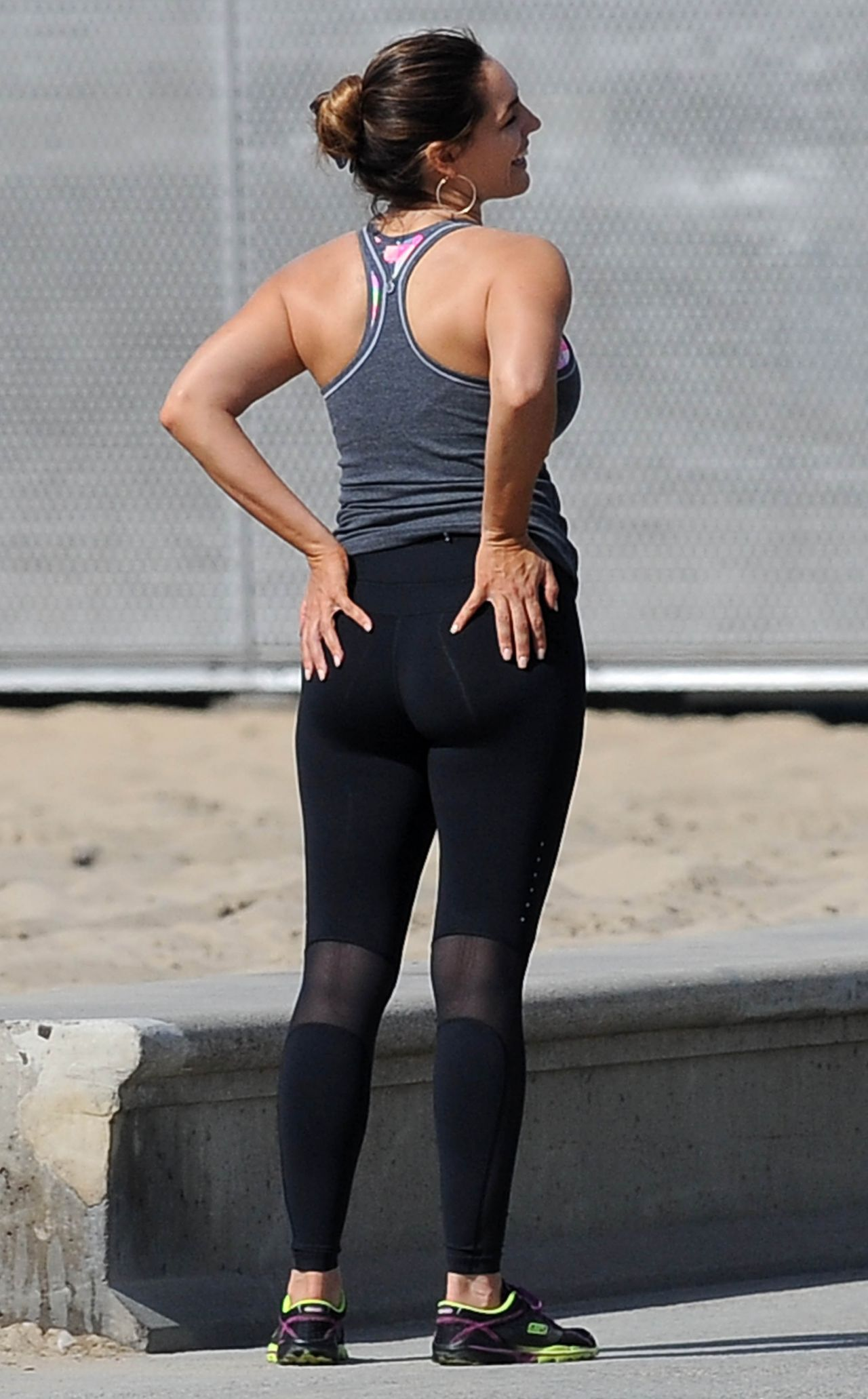 Kelly Brook Booty in Tights - Workout in Los Angeles, Feb