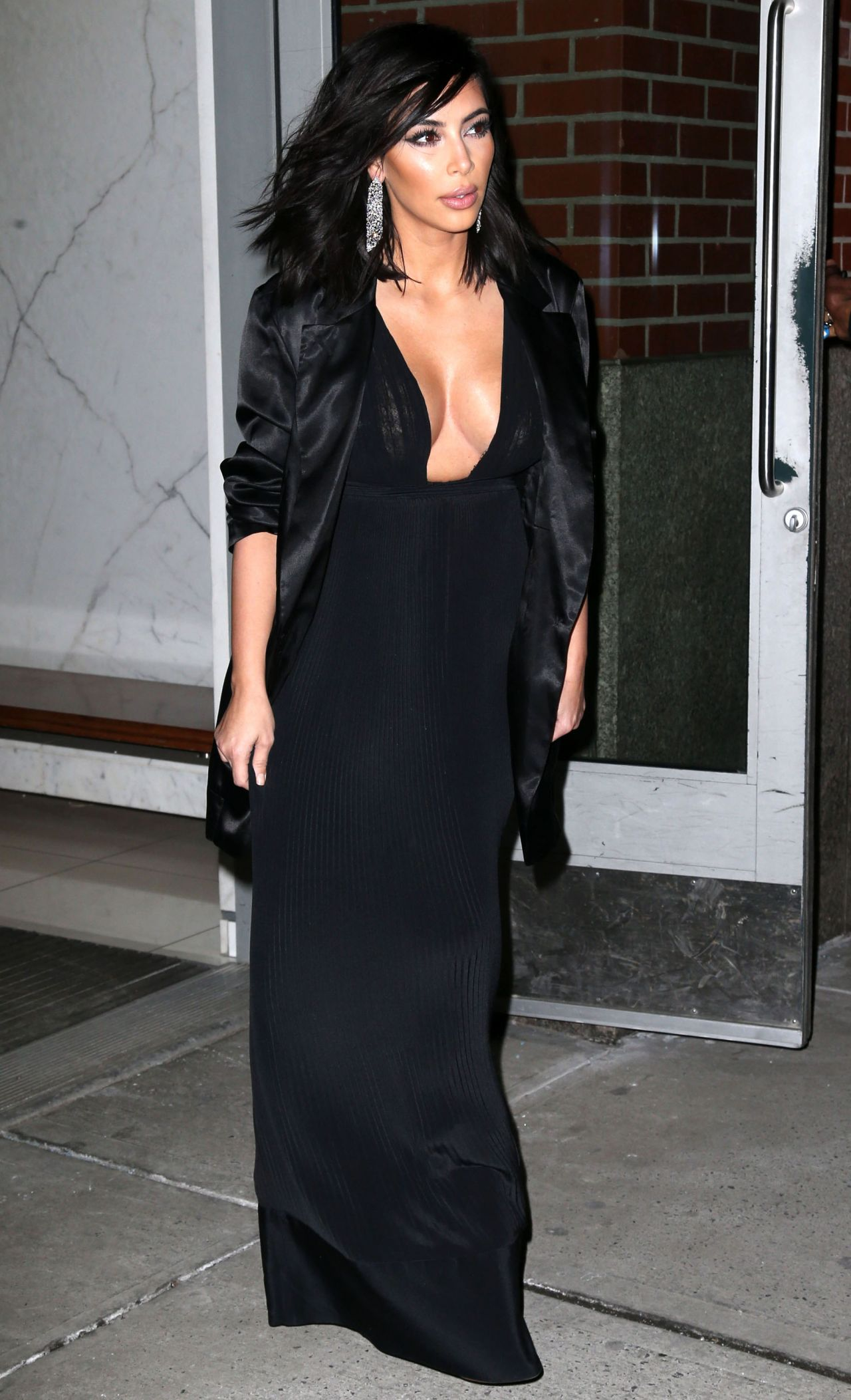 Kim kardashian fashion leaving her apartment in new york for Apartment fashion
