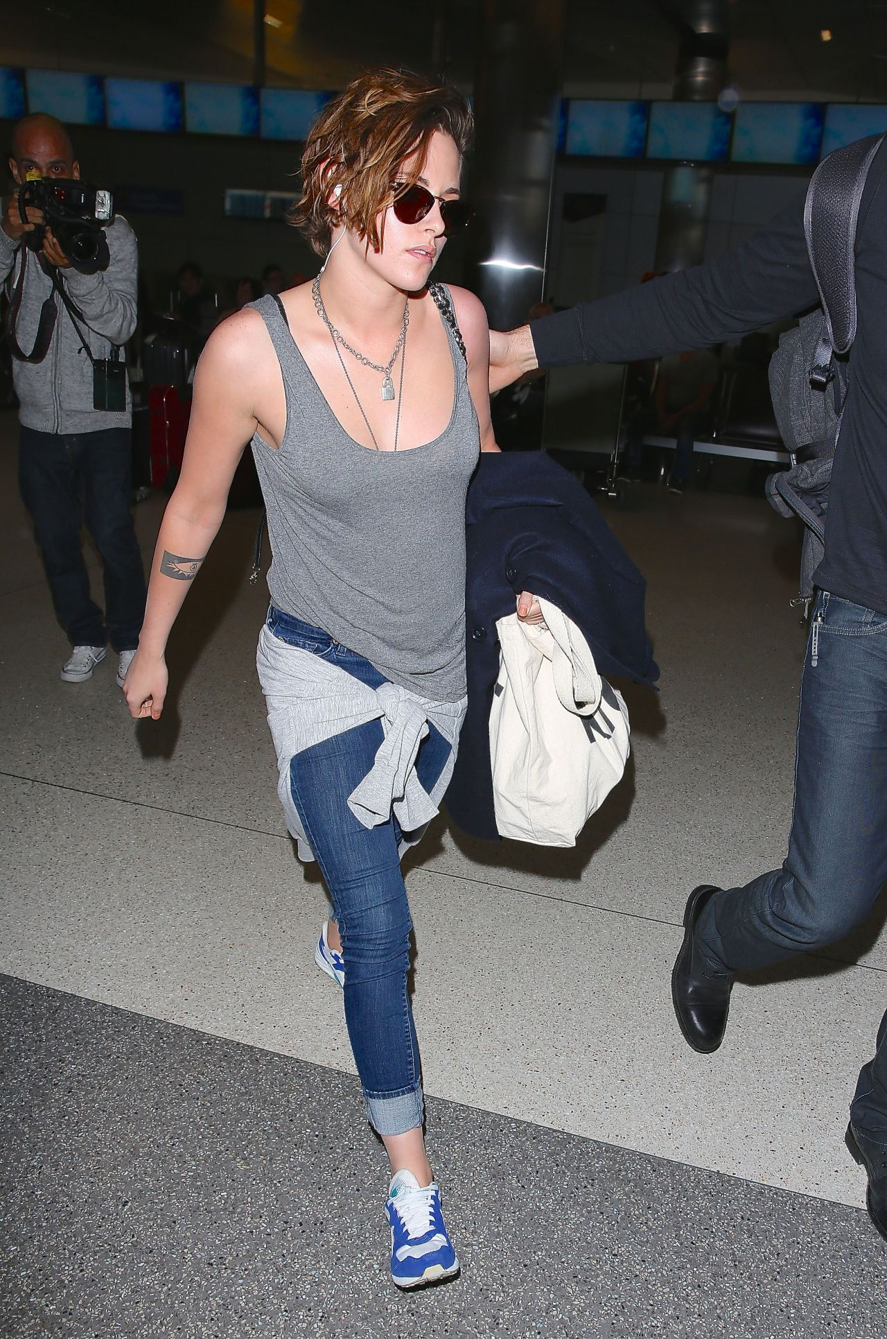 Kristen Stewart Casual Style At Lax Airport February 2015