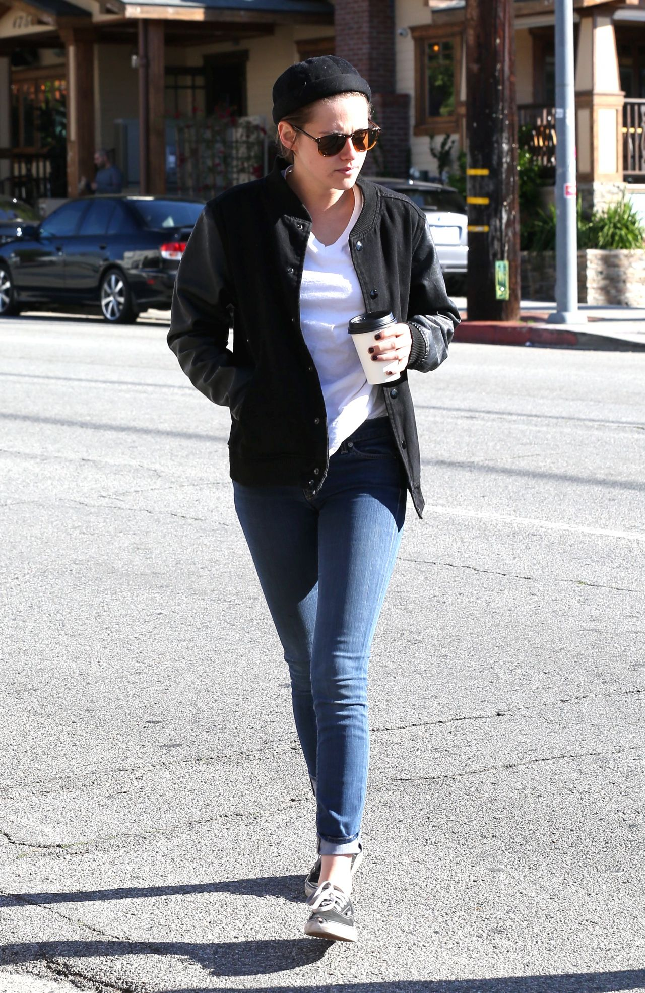 Kristen Stewart in Jeans - Out for Coffee With Alicia Cargile in Los Angeles, Feb. 2015