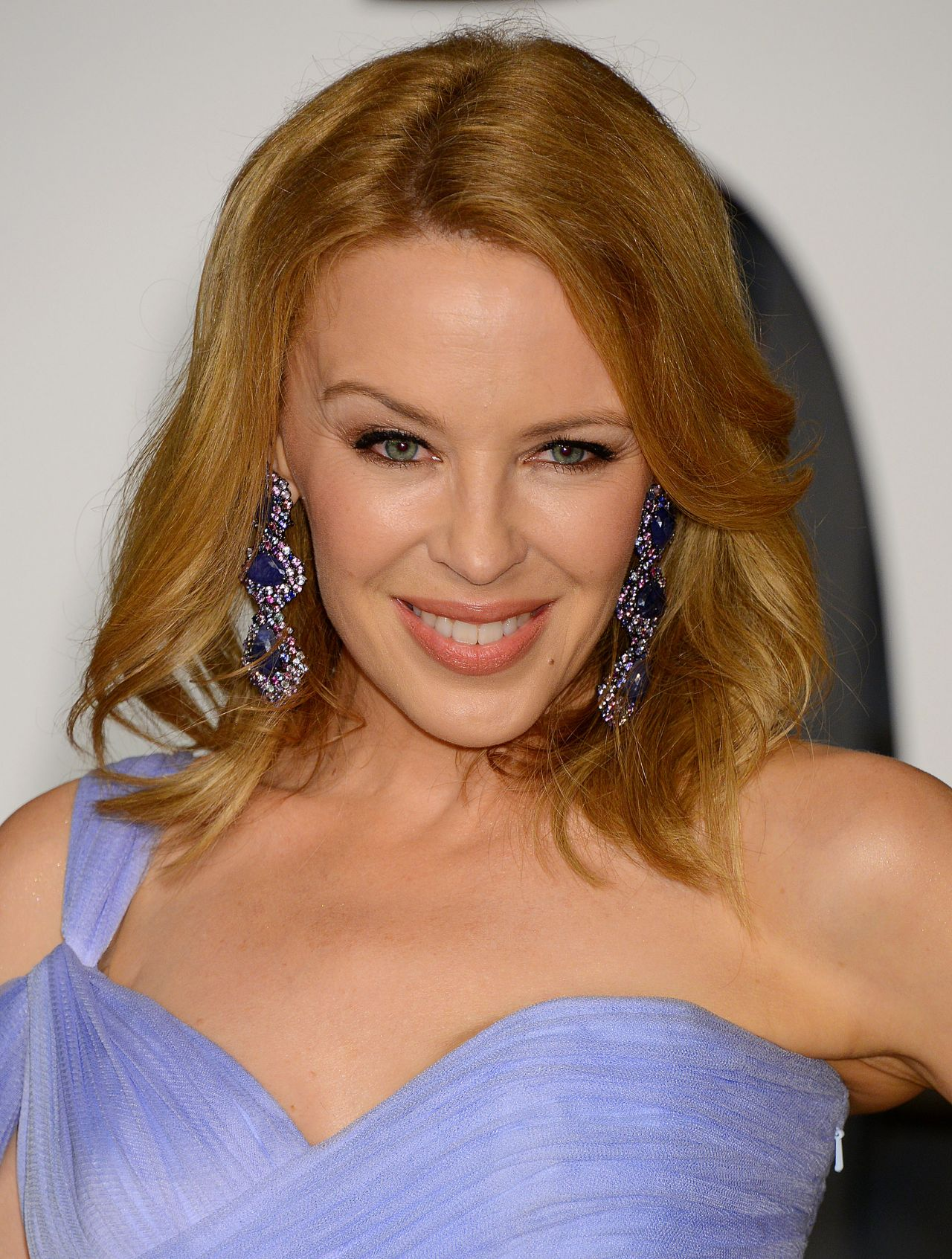 Kylie Minogue Gives Superfan Pricelesssurprises As She: 2015 Vanity Fair Oscar Party In Hollywood