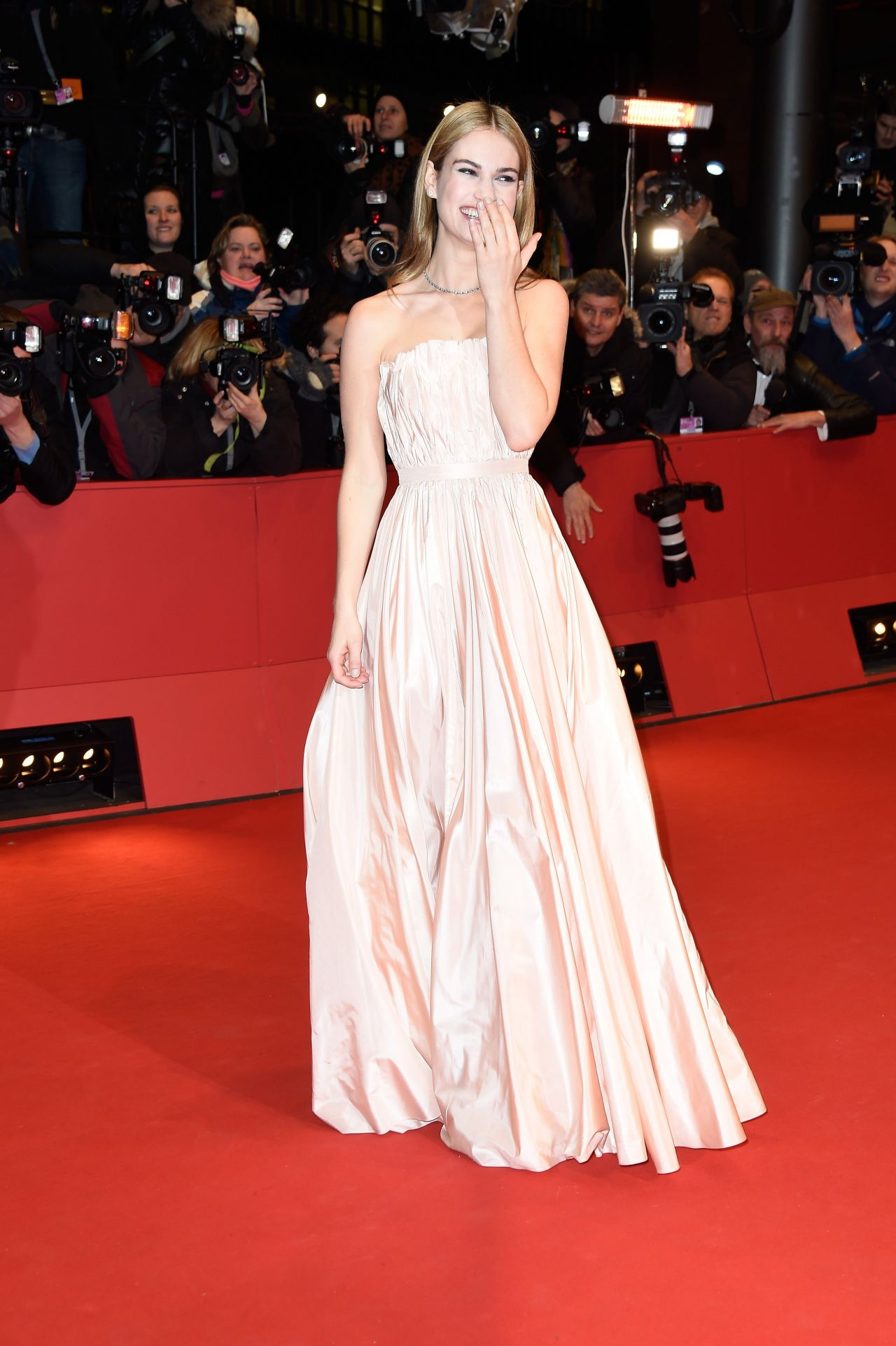 Lily James Cinderella Red Carpet Lily James – 'cinderella'